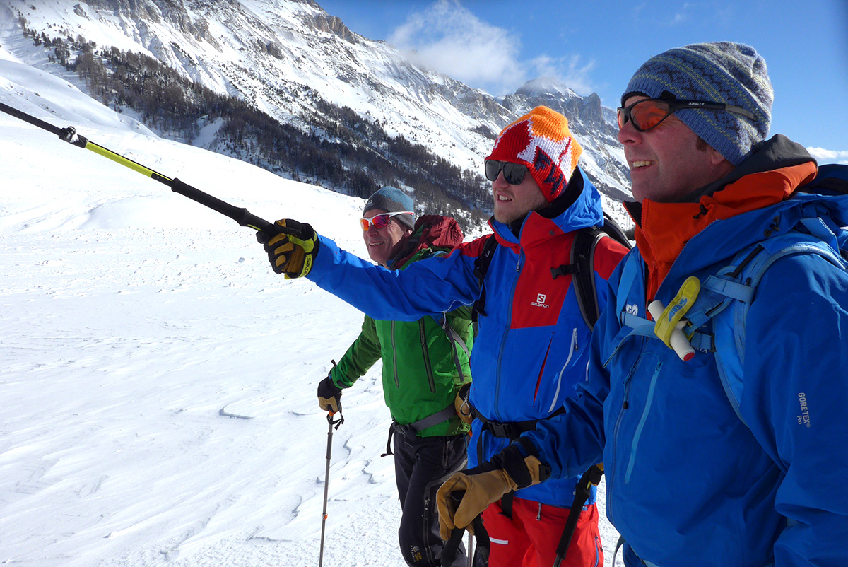 Dave Searle showing BMG Guide Bruce Goodlad which way to the POW.